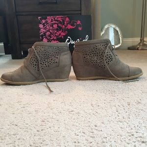 Shoes - 🌷Taupe Suede Booties Size 10🌷